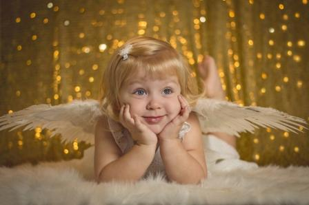 Little_Angel_With_Gold_Background